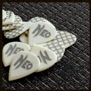NeoGeo Fanatic Bone Signature 4 Picks | Timber Tones